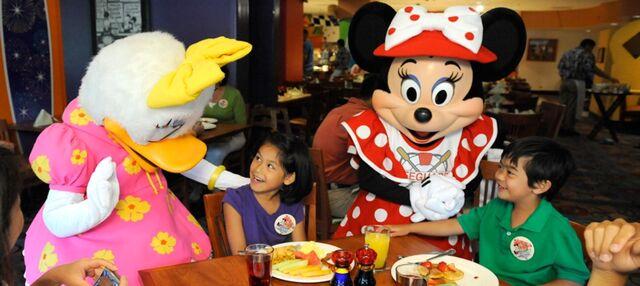 File:Minnie daisy Disney's PCH Grill.jpg