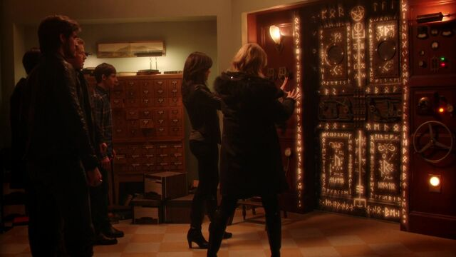 File:Once Upon a Time - 5x17 - Her Handsome Hero - Emma and Regins.jpg