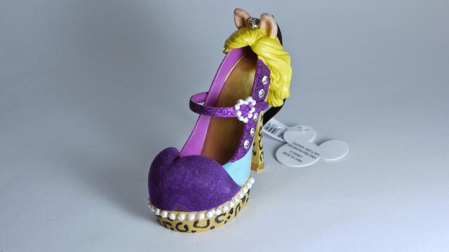 File:DISNEY PARKS The Muppet MISS PIGGY Runway SHOE Ornament-2014-01.JPG