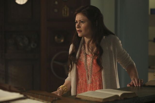 File:Once Upon a Time - 6x09 - Changelings - Photography - Belle 4.jpg