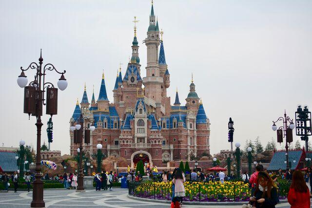 File:Enchanted Storybook Castle Shanghai.jpg