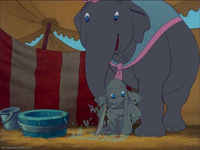 File:Dumbo-disneyscreencaps com-1720.jpg