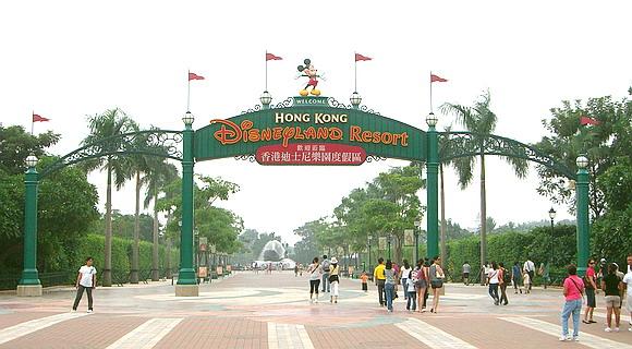 File:Hong-kong-disneyland-frontgate.jpg
