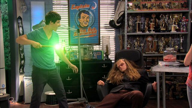 File:Wizards of Waverly Place - 3x01 - Franken Girl - Justin Wand 2.jpg