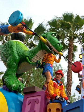 File:Nick Petronzio Sculpted T-Rex Disney.jpeg