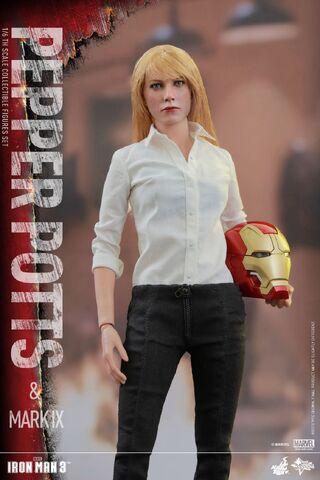 File:Iron Man Mark IX and Pepper Hot Toys 06.jpg