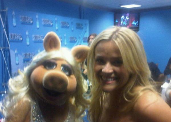 File:Piggy and Reese Witherspoon.jpg