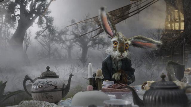 File:Tim Burtons Alice in Wonderland 30.jpg