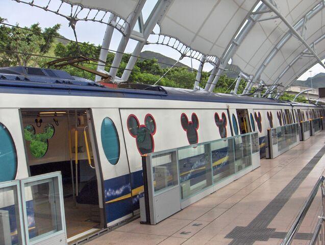 File:HK MTR DisneyResortLine Sunny Bay platform trains.jpg