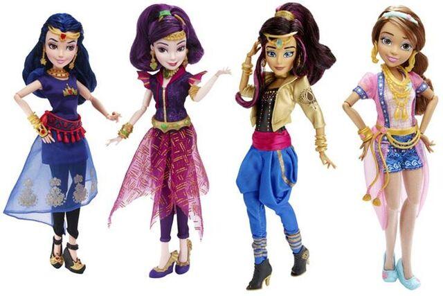 File:Descendants - Wicked World Dolls 2.jpg