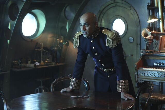 File:Once Upon a Time - 6x06 - Dark Waters - Photgraphy - Captain Nemo 2.jpg