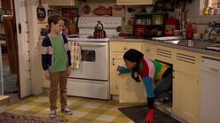 Raven's Home - 1x01 - Baxters Back! - Levi and Nia