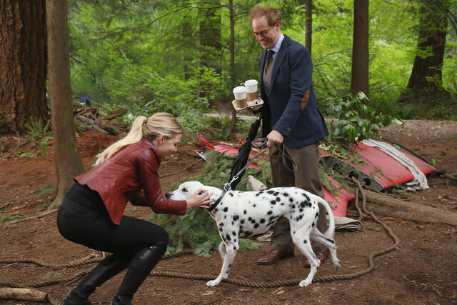 File:Once Upon a Time - 6x01 - The Savior - Publicity Images - Emma, Archie and Pongo.jpg