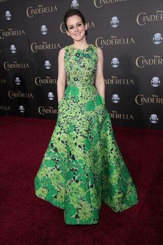 File:Cinderella-redcarpet-09.JPG