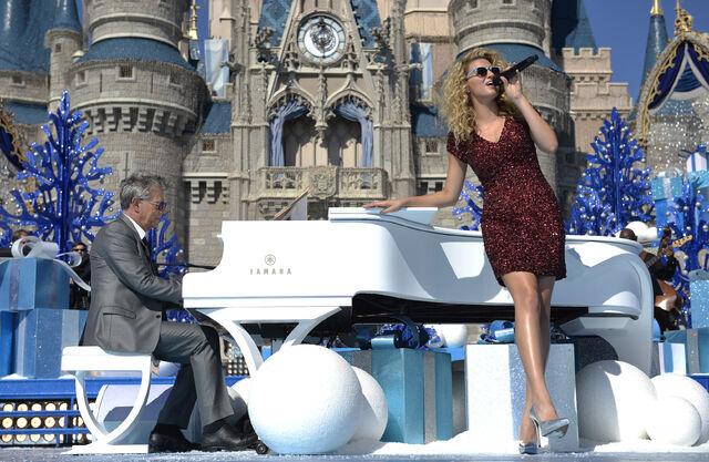 File:2015 Disney Parks Unforgettable Christmas Celebration 07.jpg