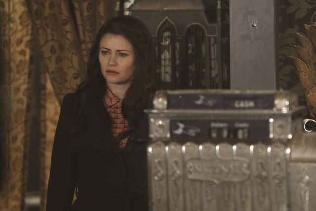 File:Once Upon a Time - 6x17 - Awake - Photography - Belle.jpg