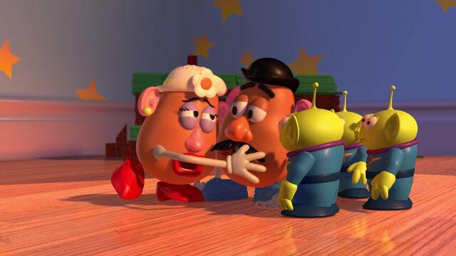 File:Original-Mrs.-Potato-and-Mr.-Potato-Head-and-Little-Green-Men.jpg