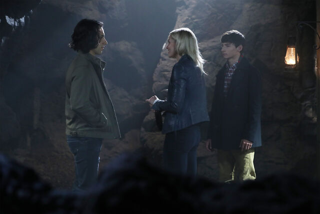 File:Once Upon a Time - 6x05 - Street Rats - Photography - Aladdin, Emma and Henry 2.jpg