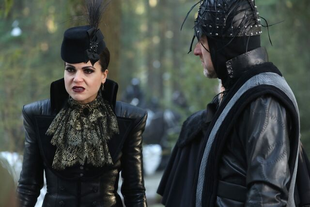 File:Once Upon a Time - 6x14 - Page 23 - Photography - Queen and Knight 2.jpg