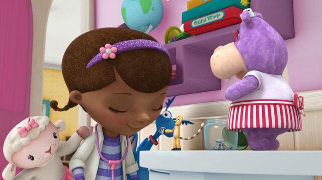 File:Doc, stuffy, lambie, hallie and wyatt.jpg