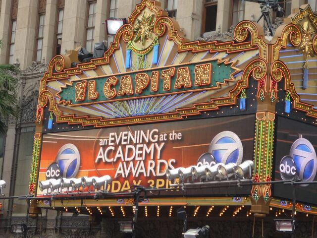 File:El Capitan Theatre 2009 Academy Awards.jpg