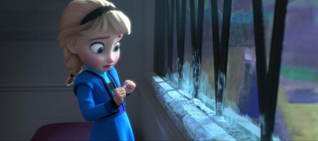 File:Young Elsa afraid.png