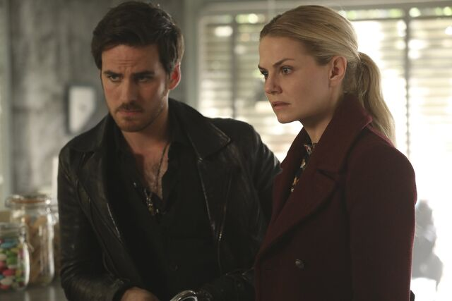 File:Once Upon a Time - 6x09 - Changelings - Photography - Emma and Hook 3.jpg