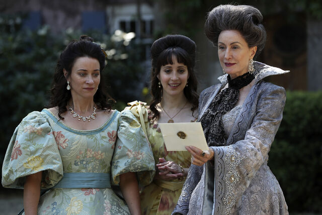 File:Once Upon a Time - 6x03 - The Other Shoe - Photography - Stepmother and Sisters.jpg