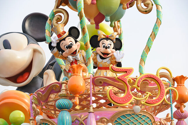 File:TDL30th-Parade-MickeyMinnie.jpg