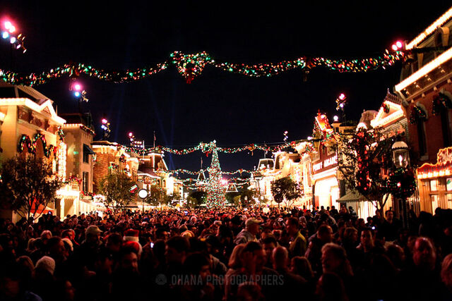 File:Disneyland-Christmas-2011-1.jpg