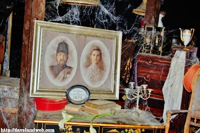 File:Marquis de Doom with Constance.jpg