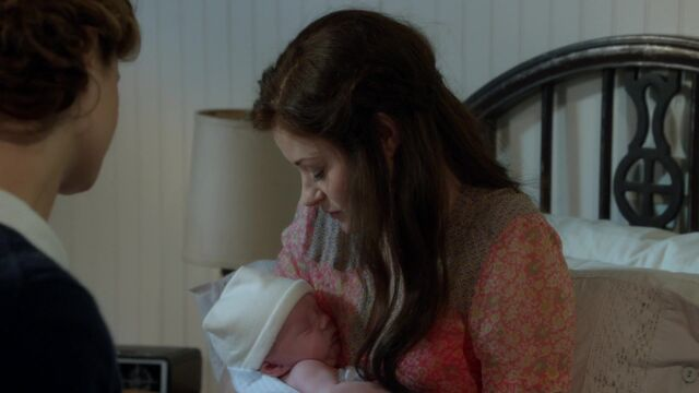 File:Once Upon a Time - 6x09 - Changelings - Belle and Baby.jpg