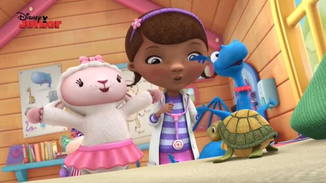 File:Doc, lambie and stuffy singing.jpg