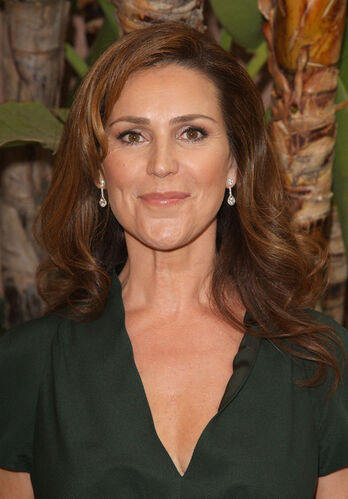 Peri Gilpin Nude Photos 34
