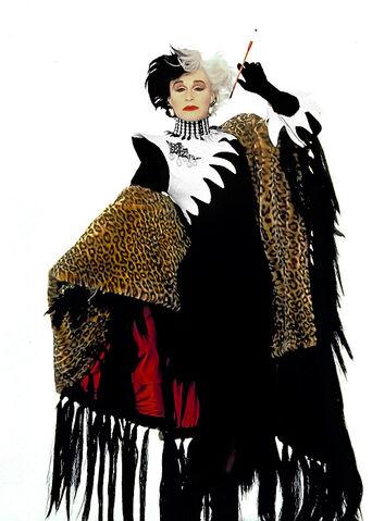 File:Gleen CLose's Seventh Costume.jpg