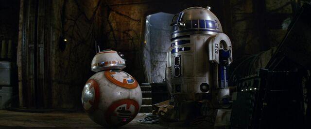 File:BB-8 and R2-D2 TFA.jpg