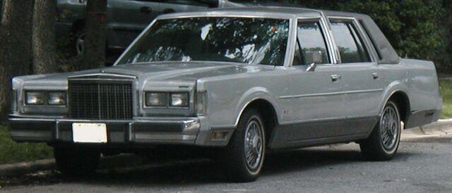 File:1985 Lincoln Town Car.jpg
