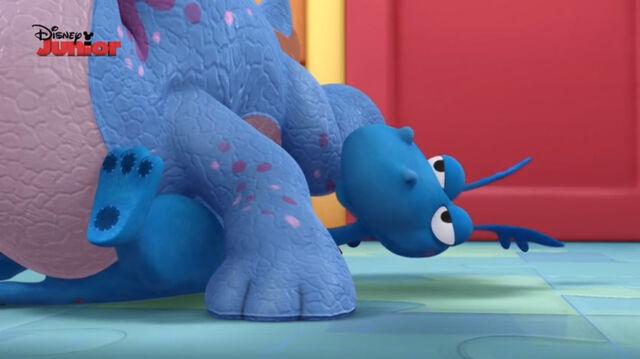 File:Stuffy being felled on.jpg