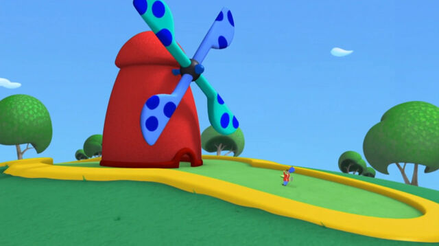 File:Toy marcher at the golf course.jpg