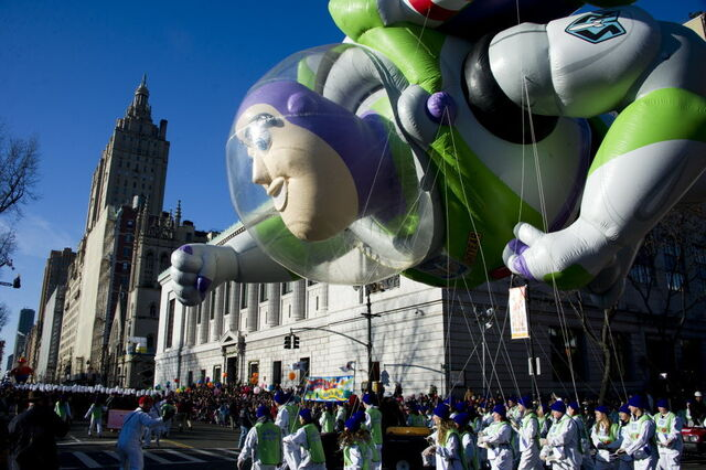 File:Buzz-lightyear-balloon-in-macys-thanksgiving-parade-dbad04c3d0f95781.jpg