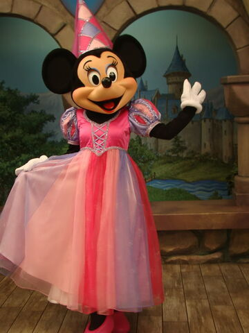 File:Minnie Mouse in princess outfit at Disneyland.jpg