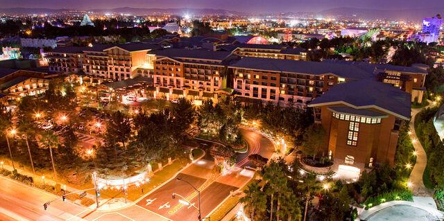 File:Villas-at-grand-californian-hotel-story-01-v1.jpg