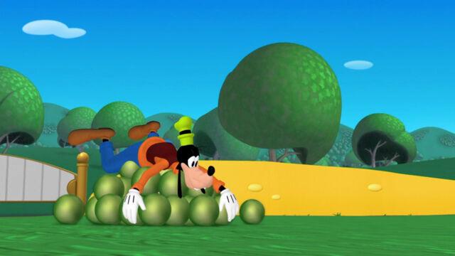 File:Goofy on a pile of beans.jpg