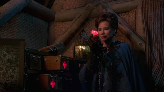 File:Once Upon a Time - 2x08 - Into the Deep - Heart begins to Glow.jpg
