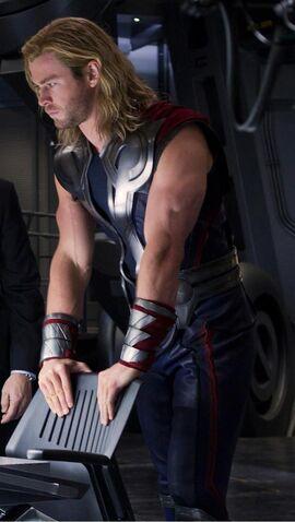 File:Thor Avengers 3.jpg