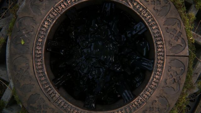 File:Once Upon a Time - 5x08 - Birth - Dark One Vault Full.jpg