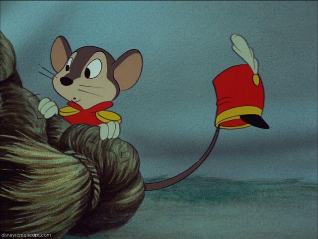 File:Dumbo-disneyscreencaps com-2800.jpg