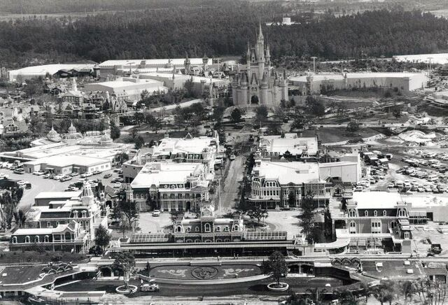 File:Magic Kingdom Construction (08-1971).jpg