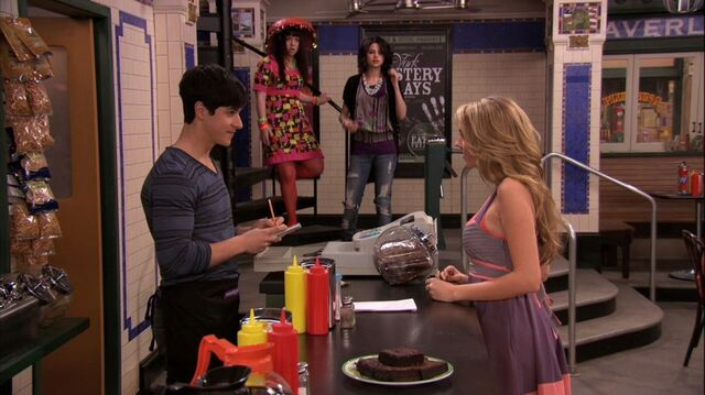 File:Wizards of Waverly Place - 3x26 - Moving On - Justin with Date.jpg