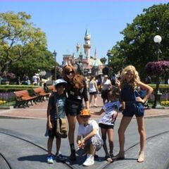 JESSIE cast in Disneyland!